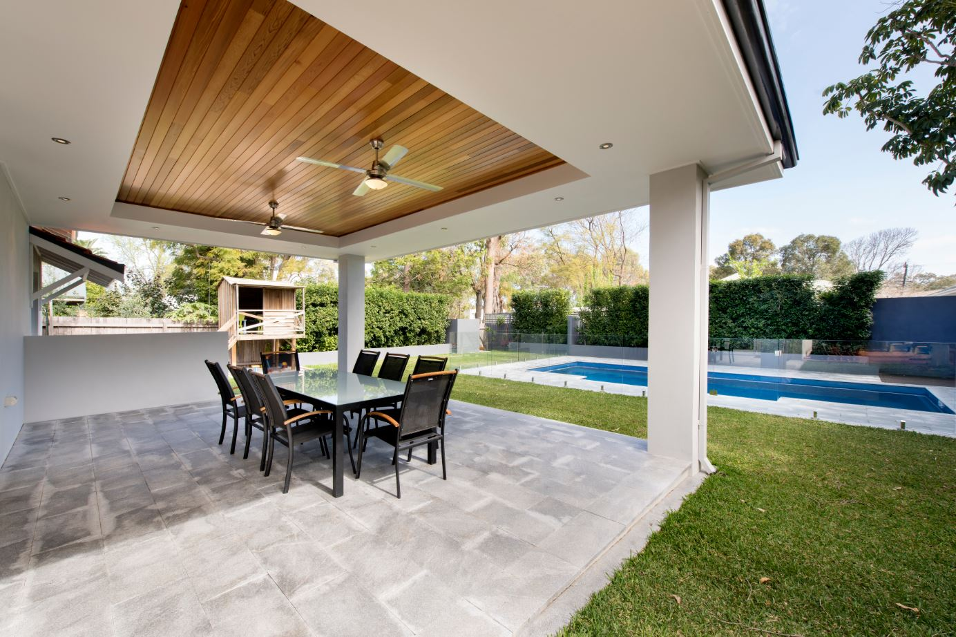 The consistency of the grey pavers in the alfresco area make a visual link to the pool area, adding to the feeling of spaciousness.